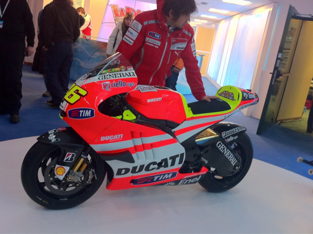 valentino rossi ducati bike 2011. Valentino Rossi All Dressed Up