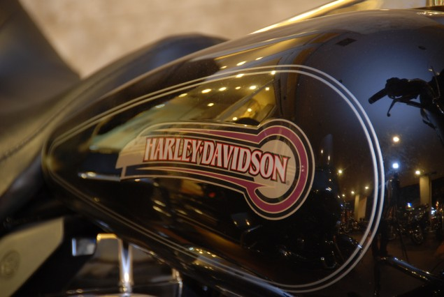 Harley Davidson Gets All Its Ducks in a Row   Renegotiates Kansas City Labor Agreement Harley Davidson fuel tank logo 635x426