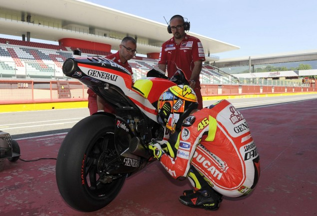 Rossi Tests the Ducati Desmosedici GP12 at Mugello Valentino Rossi Ducati Corse GP12 Mugello test 1 635x434