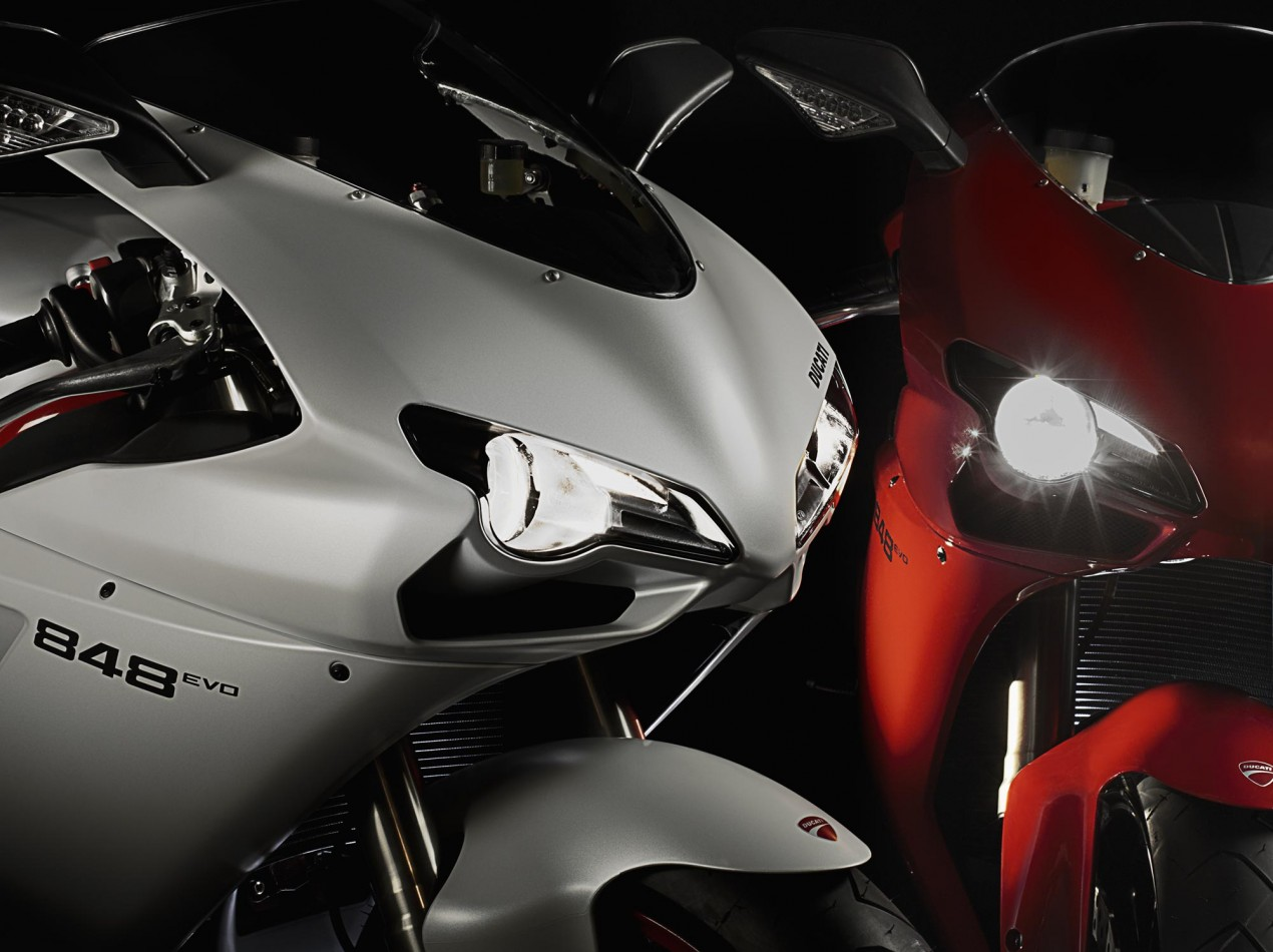 Ducati Superbike 1199 Will Have LED Headlight Ducati Superbike projector headlight 635x475
