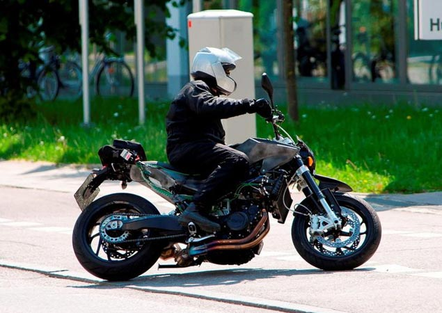 First Shots: Husqvarna 900cc Street Bike Husqvarna 900 spy photo