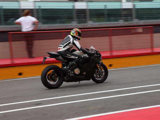 ducati 1199 Panigale - Page 3 2012-Ducati-Superbike-1199-Mugello-spy-photo-1