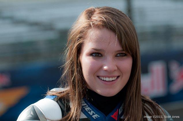 Moto GP- Saison 2011 - - Page 40 Elena-Myers-Rizla-Suzuki-MotoGP-Indianapolis-Motor-Speedway-Scott-Jones-7