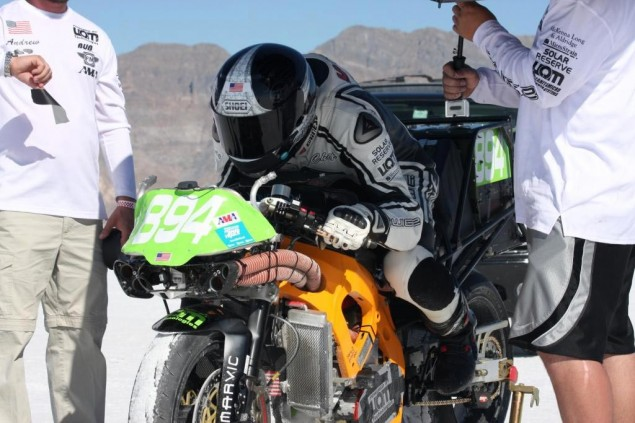 Chip Yates Retires After Setting Four FIM/AMA Land Speed Records at Bonneville Chip Yates Bonneville SWIGZ land speed record 635x423
