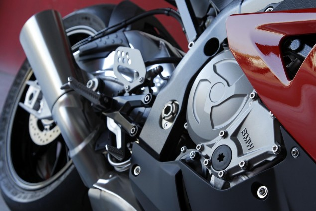 2012 BMW S1000RR   Tweaks Come to the Liter Bike King 2012 BMW S1000RR 130 635x423