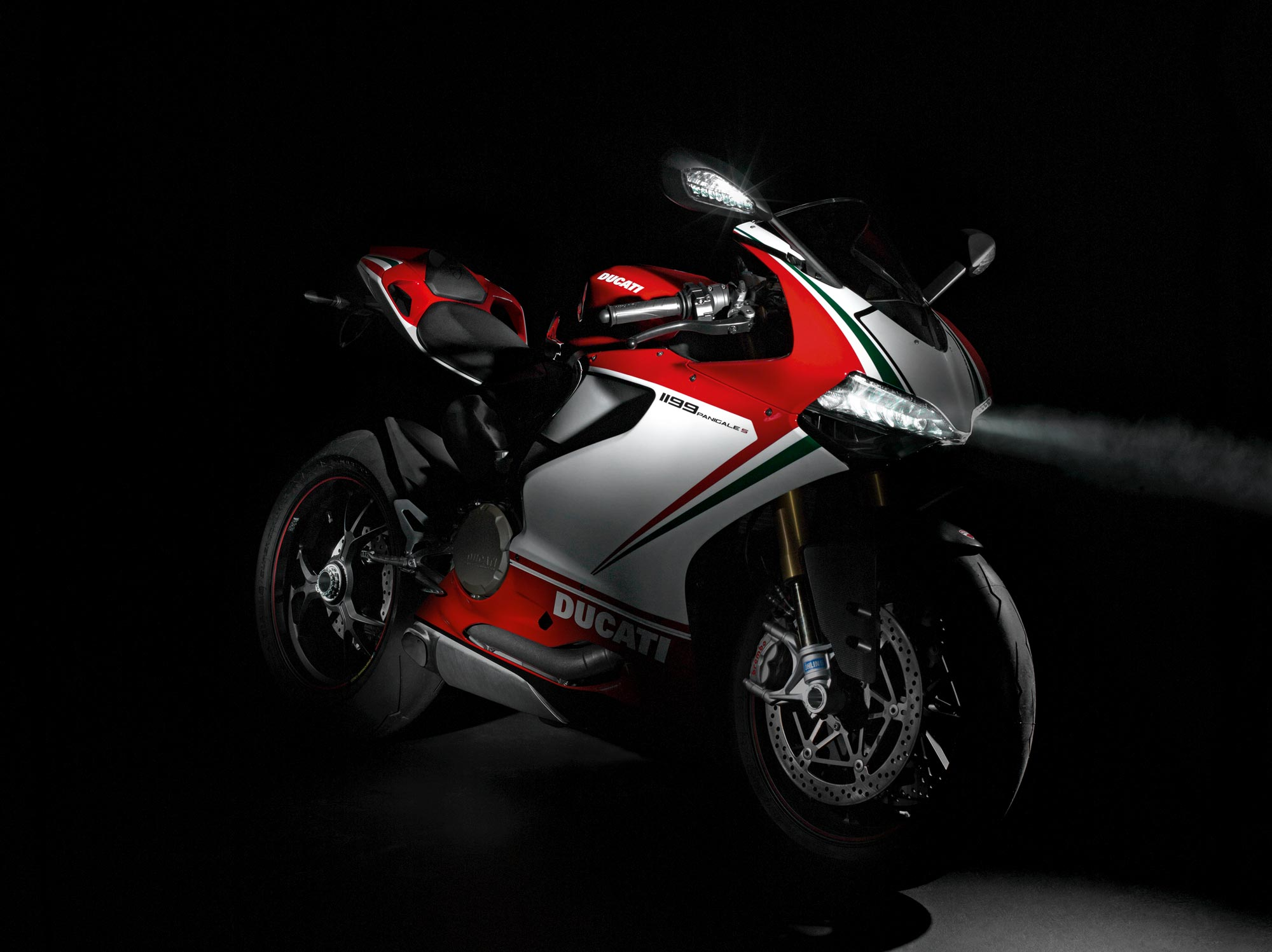 "ducati 1199 panigale says ""checkmate"" to the competition - asphalt"