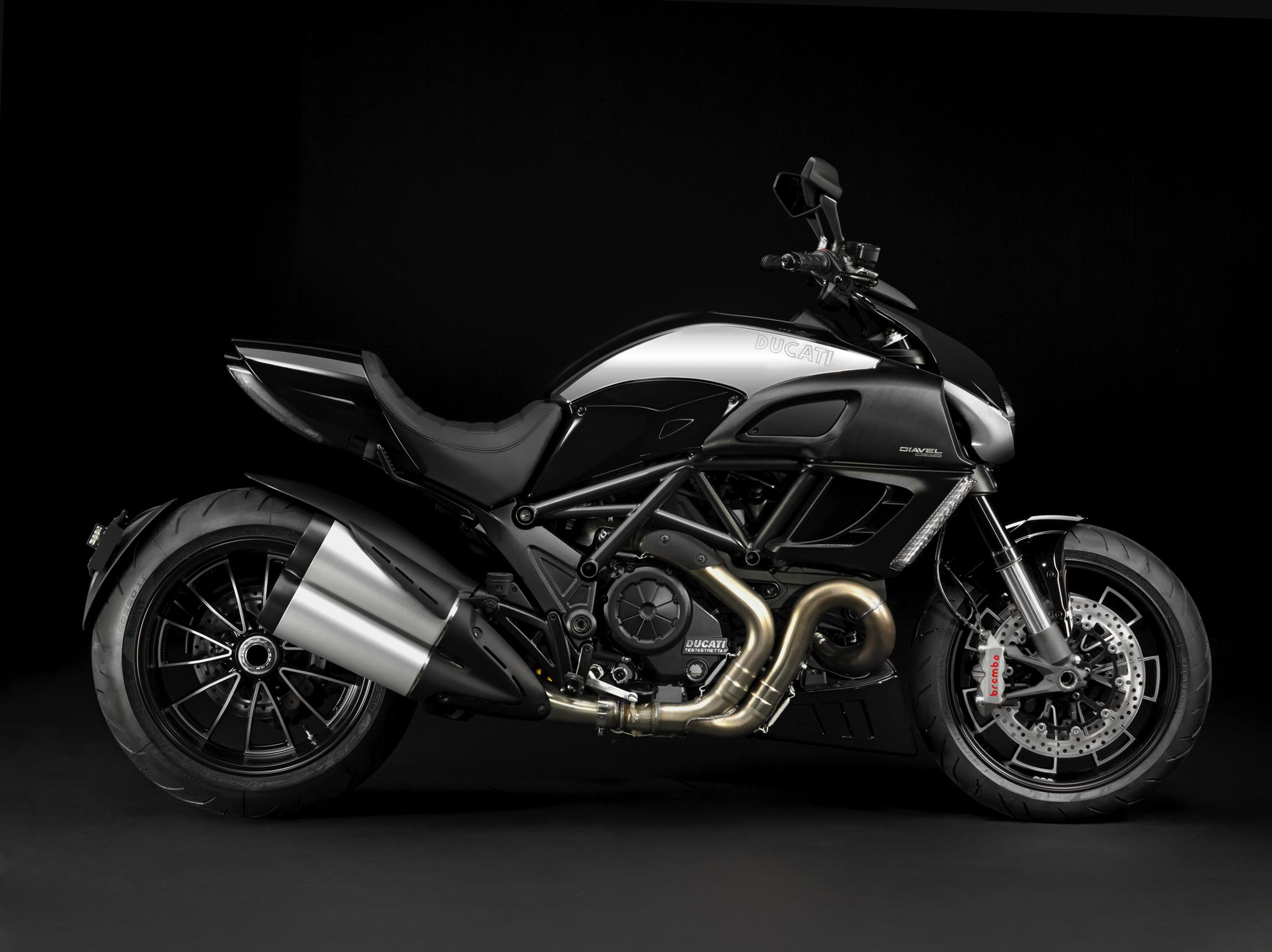 ducati diavel cromo adds bling to the devil asphalt rubber. Black Bedroom Furniture Sets. Home Design Ideas