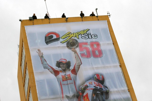Photos: Marco Simoncelli Tribute Ride at Valencia Marco Simoncelli MotoGP tribute Valencia 23 635x425