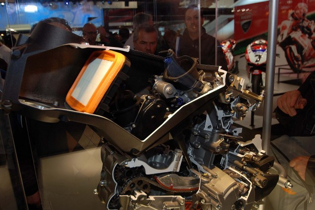 Cutaway Photos of the Ducati Superquadro Engine Ducati 1199 Panigale Superquadro motor cutaway 01 635x424