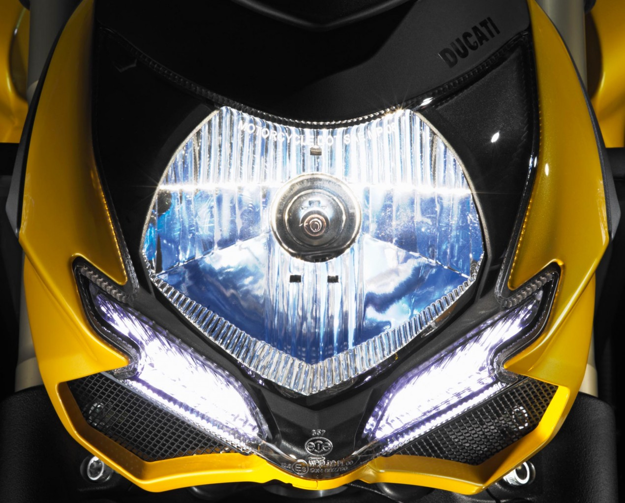 Ducati North America Posts 43% Sales Growth in 2011   Now Ducatis Top Market Worldwide Ducati Streetfighter 848 headlight 635x511