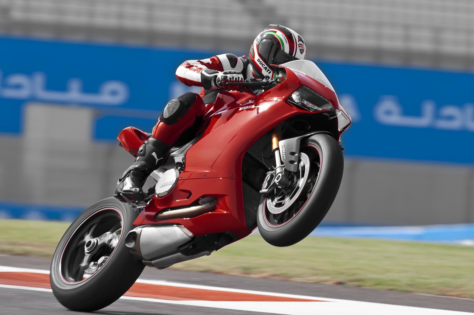 Ducati-1199-Panigale-Yas-Marina-Circuit-26.jpg