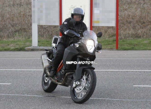 KTM Adventure 1290 Spotted in the Wild 2014 KTM Adventure 1290 spy photo 03 635x459