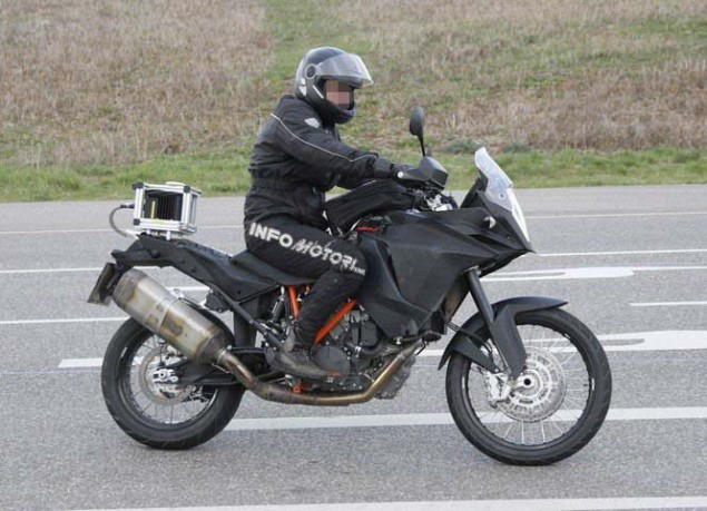 KTM Adventure 1290 Spotted in the Wild 2014 KTM Adventure 1290 spy photo 05 635x459
