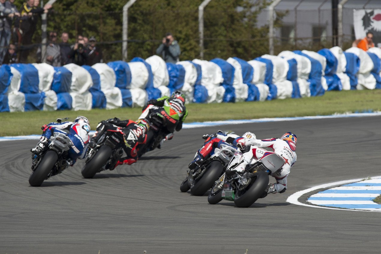 WSBK: Five Way Battle in Race 2 Thrills at Donington Park Race 2 Donington Park WSBK 635x423