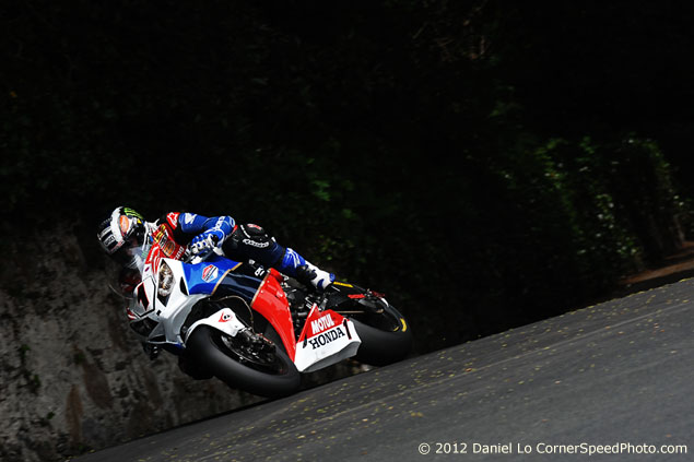 IOMTT: McGuinness Takes 18th TT Win in Superbike Race john mcguinness superbike win 635