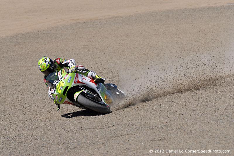GP Laguna Seca - Page 4 Toni-elias-crash-laguna-seca-800-7