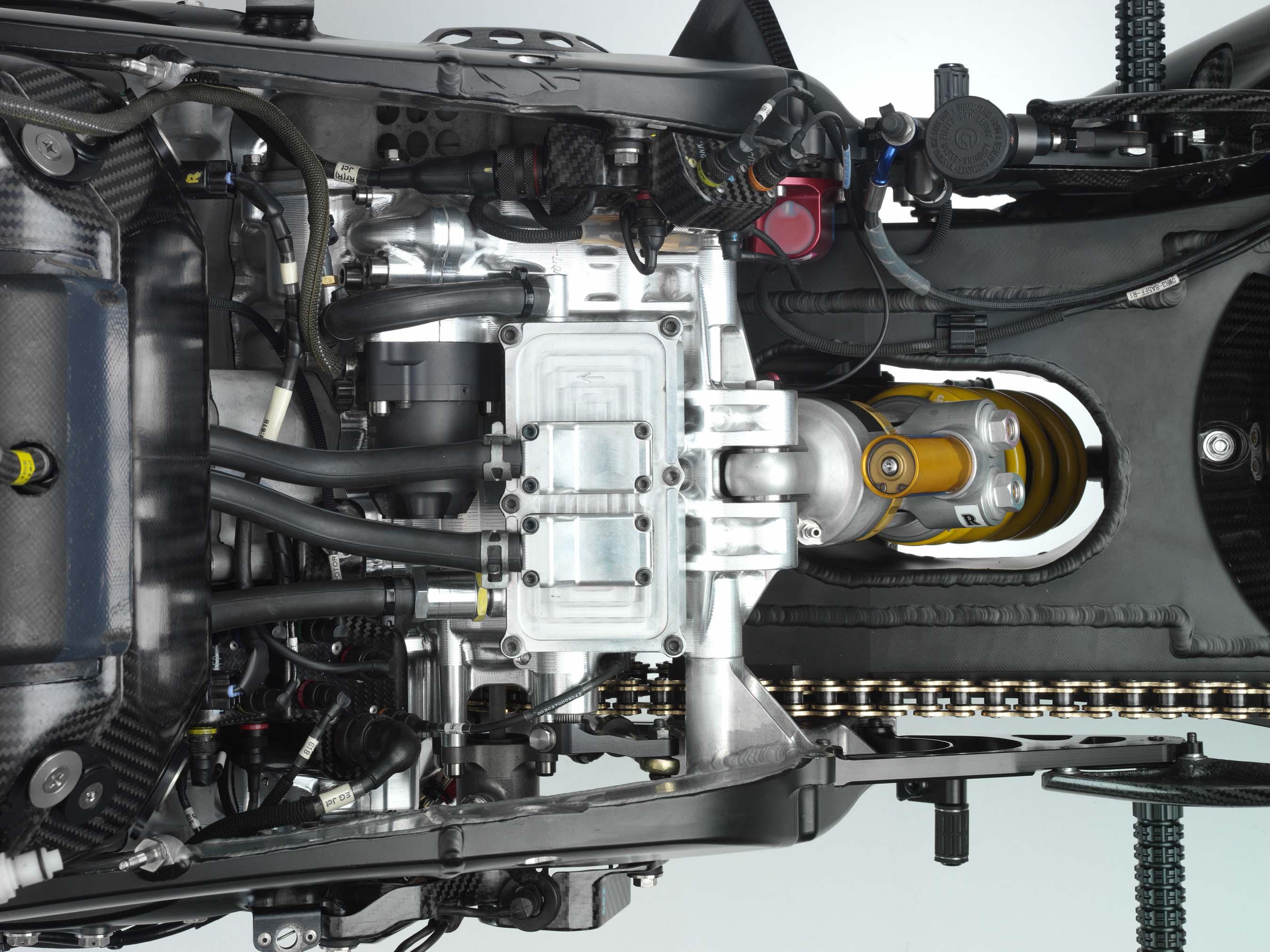 Yamaha M1 Valentino-Rossi-2006-Yamaha-YZR-M1-hi-res-08