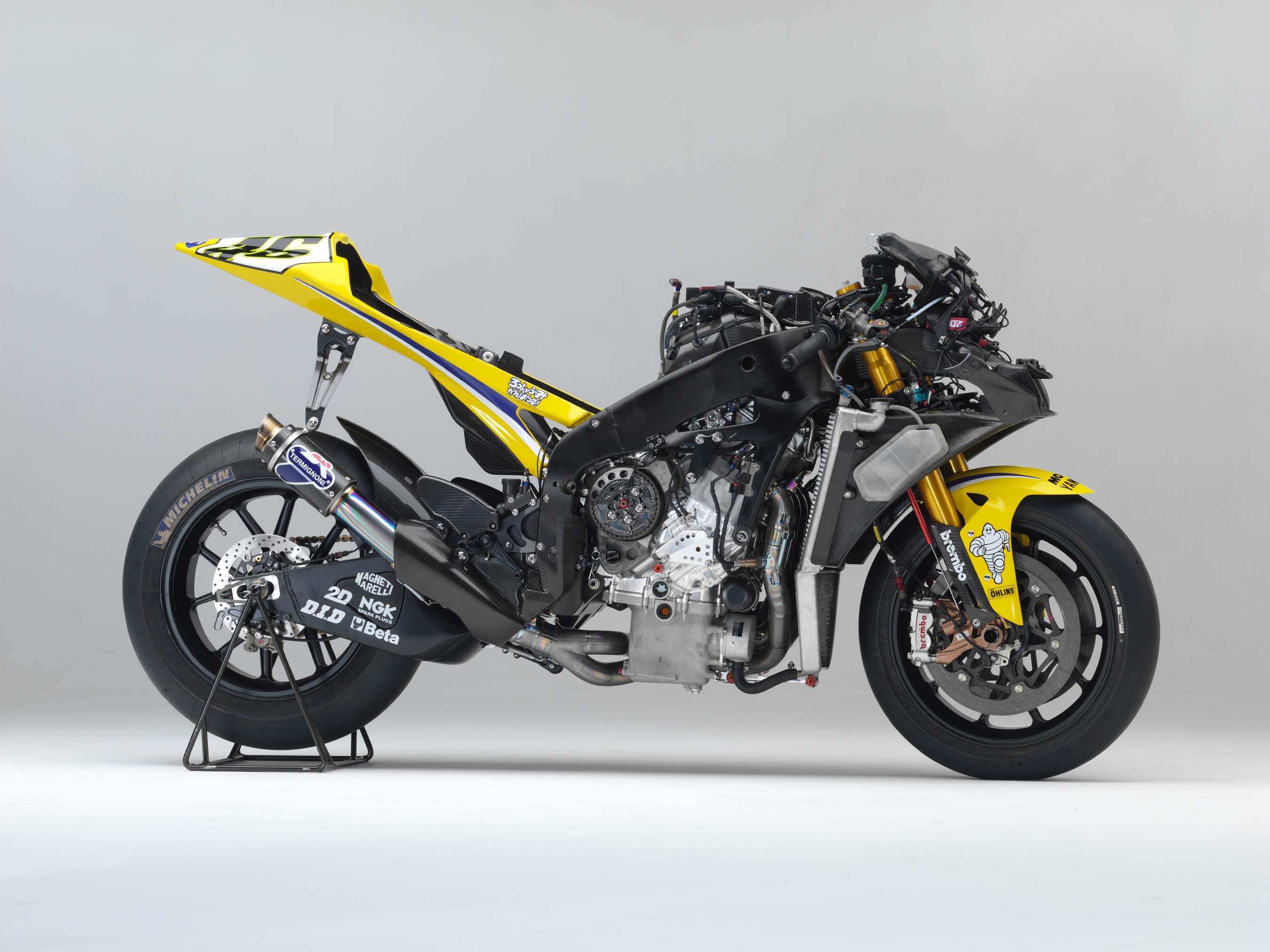Yamaha M1 Valentino-Rossi-2006-Yamaha-YZR-M1-hi-res-10