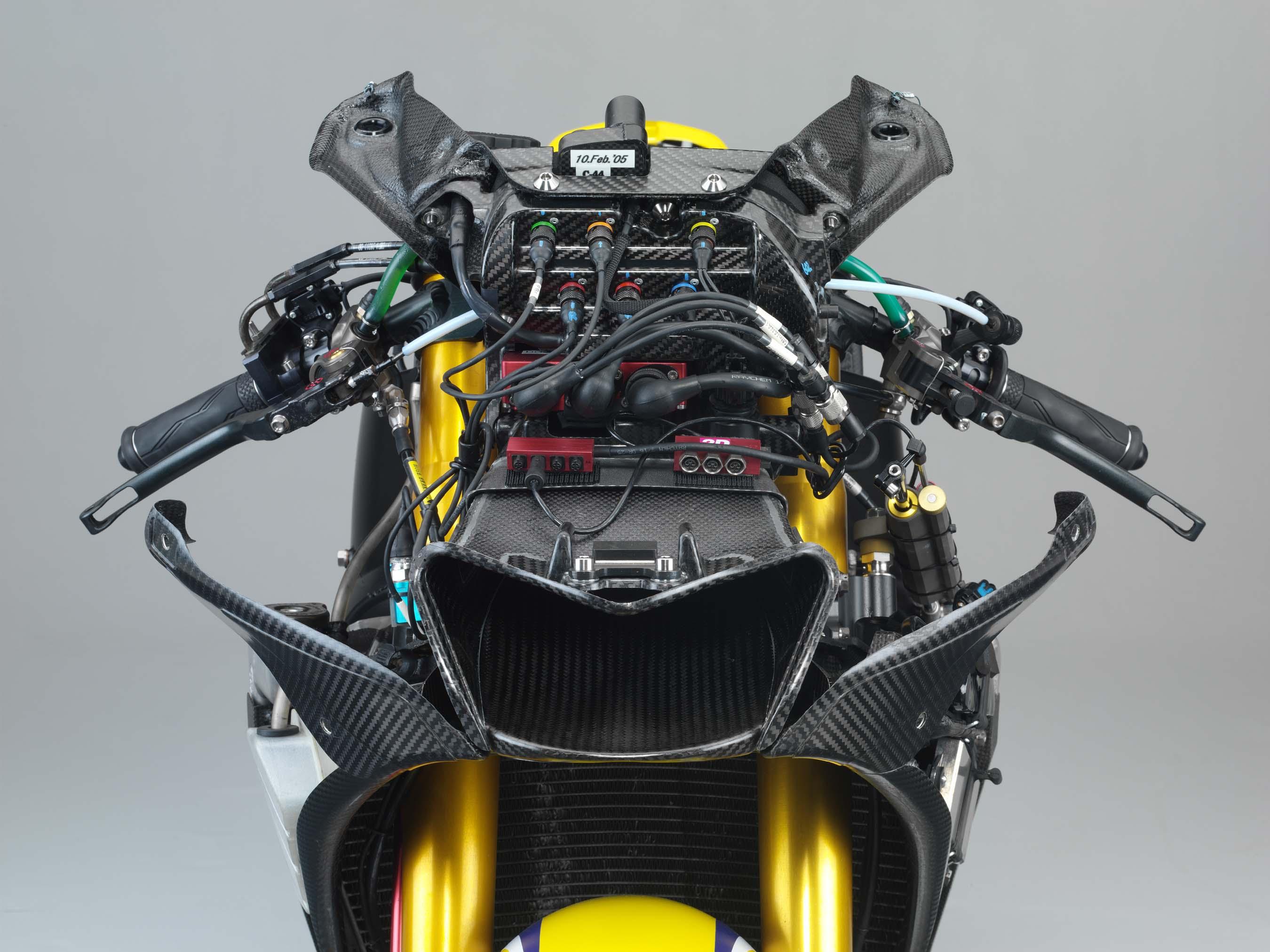 Yamaha M1 Valentino-Rossi-2006-Yamaha-YZR-M1-hi-res-15