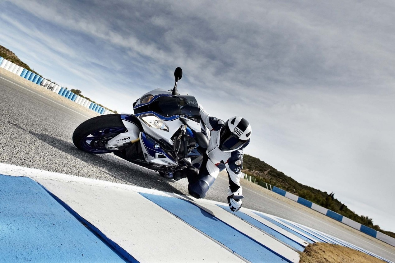 BMW HP4 Mega Gallery + Video 2013 BMW S1000RR HP4 85 635x423