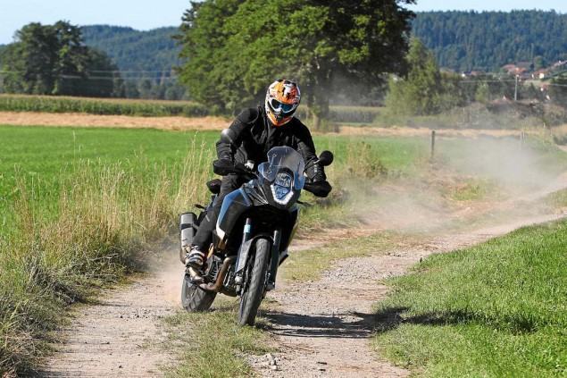 Details Drop on the 2013 KTM 1190 Adventure R 2013 KTM 1190 Adventure R Motorrad test 02 635x423