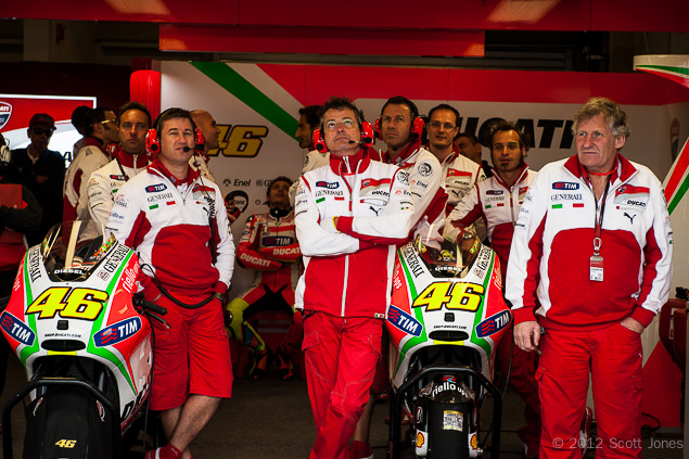 MotoGP: Burgess & Crew to Yamaha for 2013 & 2014 Jeremy Burgess Alex Briggs Valentino Rossi pit crew MotoGP Scott Jones