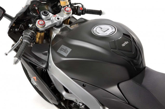 Photos: The 2013 Aprilia RSV4 R ABS in Matte Black Hi Res 2013 Aprilia RSV R ABS 15 635x423