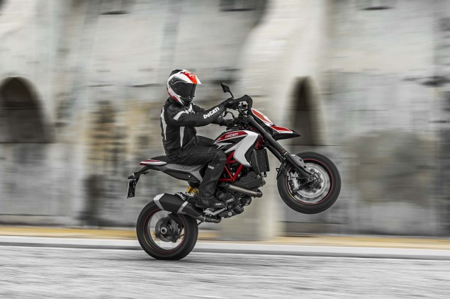 2013 Ducati Hypermotard Mega Gallery 2013 Ducati Hypermotard action photos 03 635x422