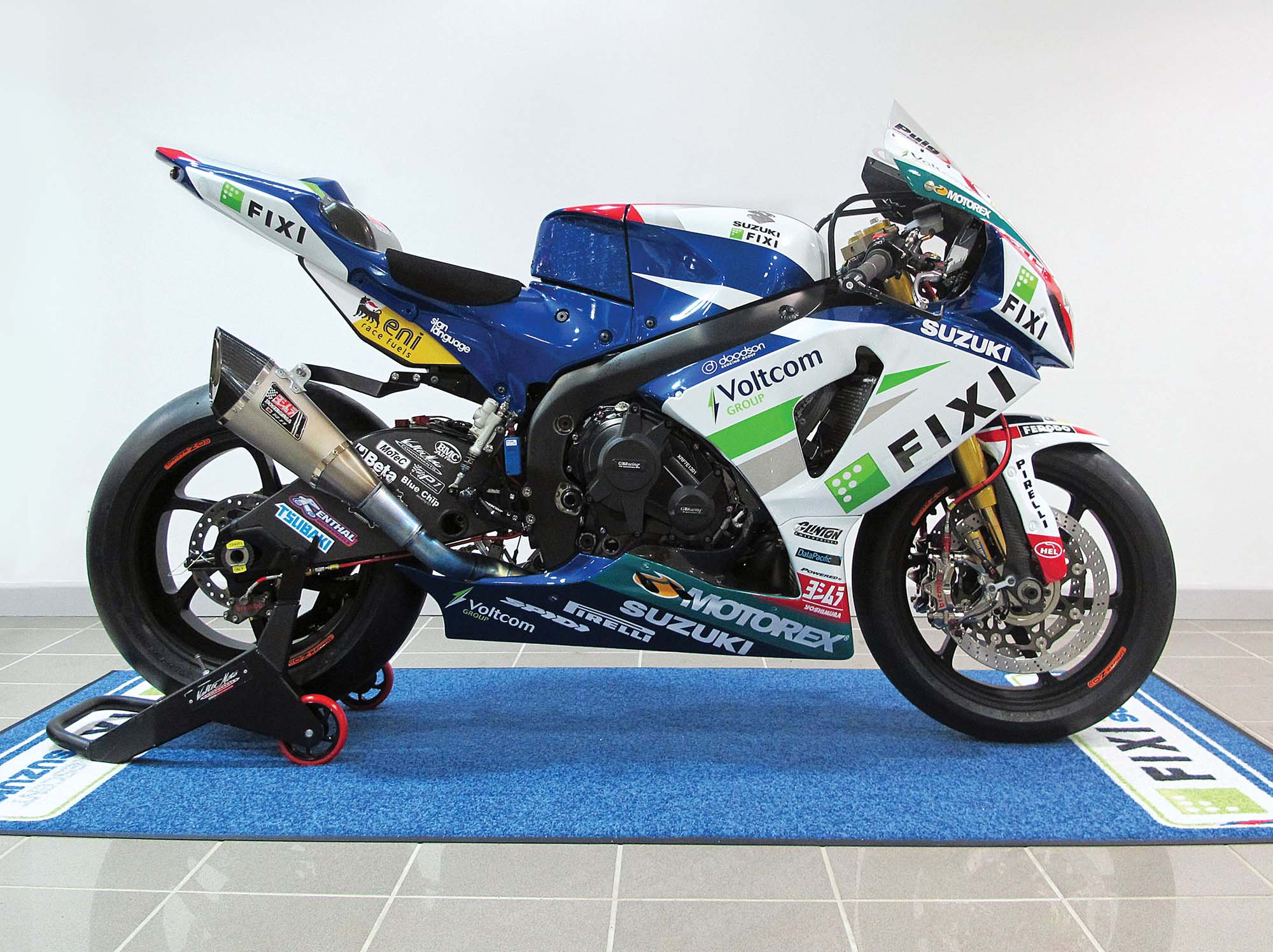 2013 fixi crescent suzuki gsx r1000 debuts with less engine building support from yoshimura. Black Bedroom Furniture Sets. Home Design Ideas