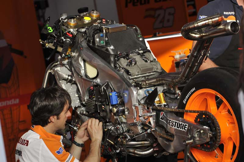 Does the 2013 Honda RC213V Have a 90° V4 Engine? 2013 Honda RC213V 90 degree V4
