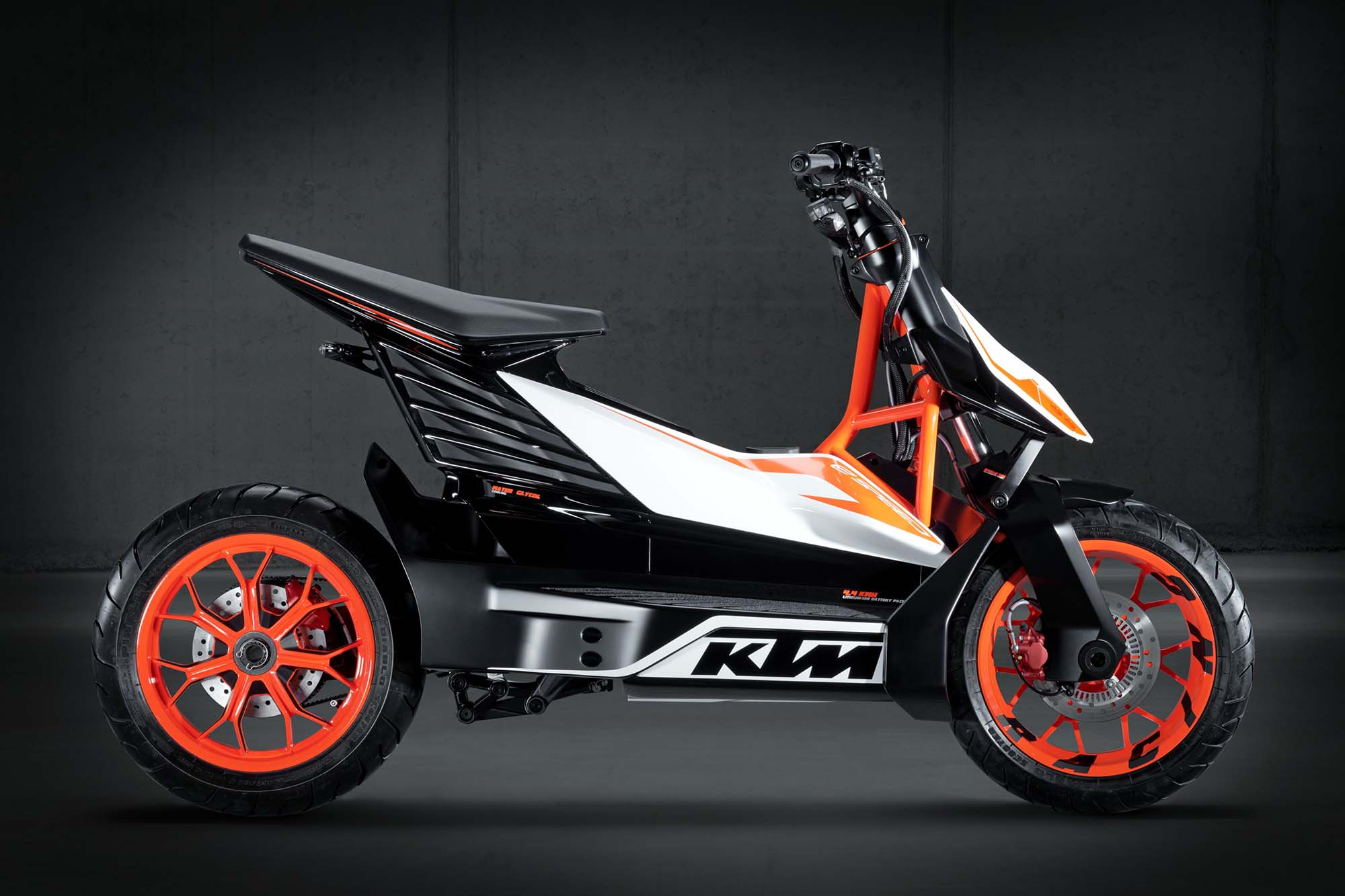 ktm e-speed available in 2015 - ktm freeride e in 2014 - asphalt