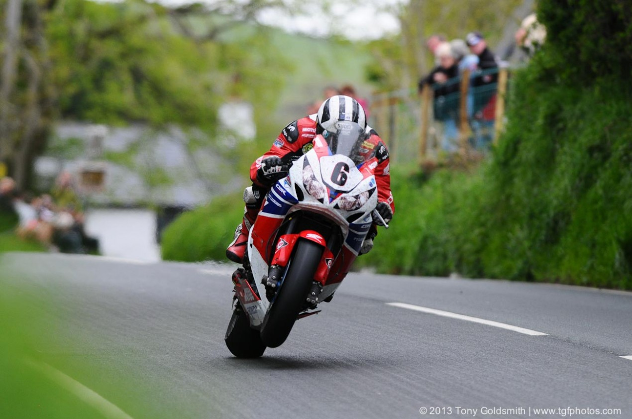 IOMTT: Race Results from the Dainese Superbike TT Michael Dunlop Honda TT Lengends Superbike TT IOMTT Tony Goldsmith 635x421