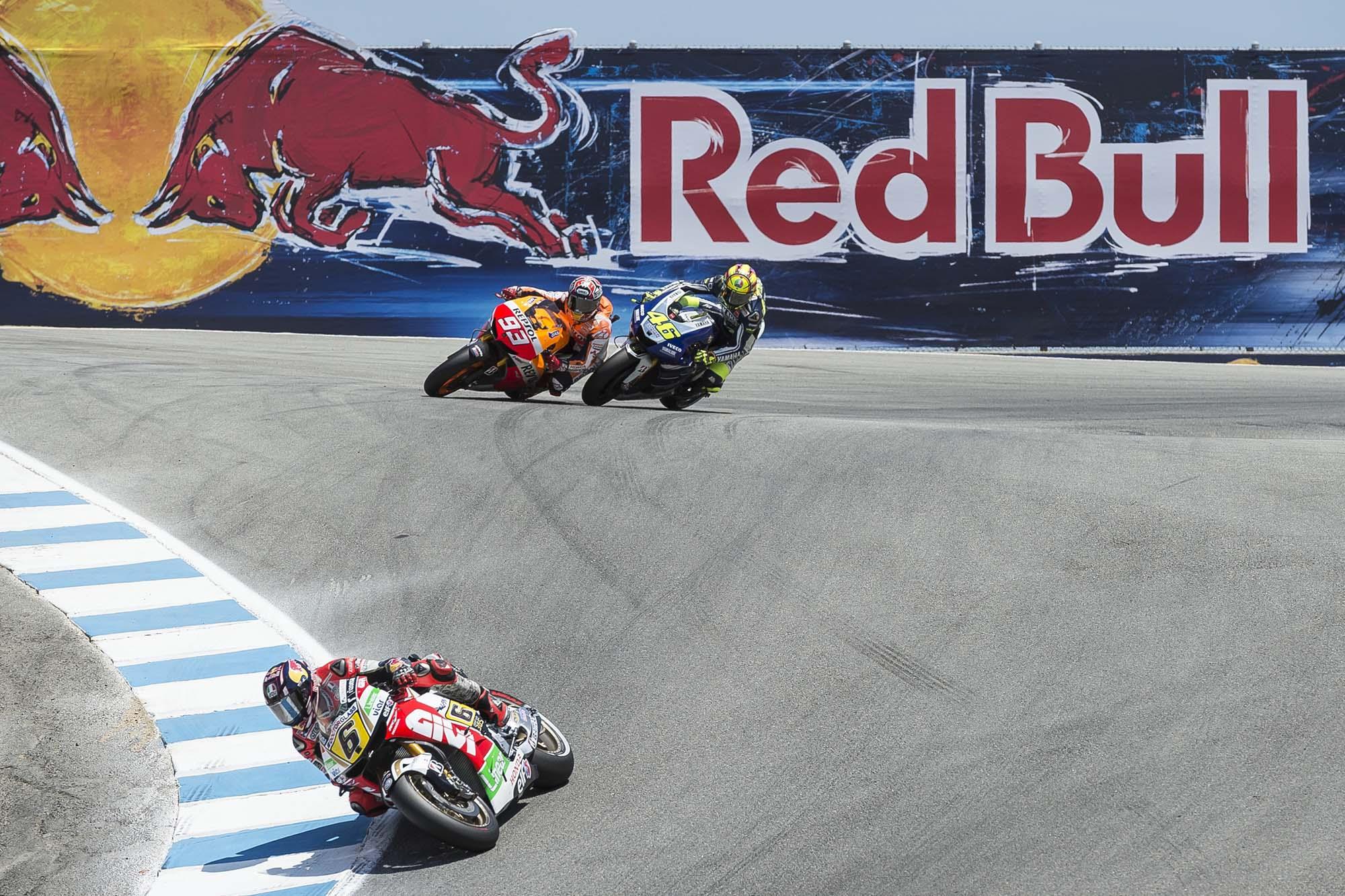 GP Laguna Seca - Page 3 Marc-Marquez-Valentino-Rossi-Laguna-Seca-Corkscrew-Pass-Kevin-Warren-2
