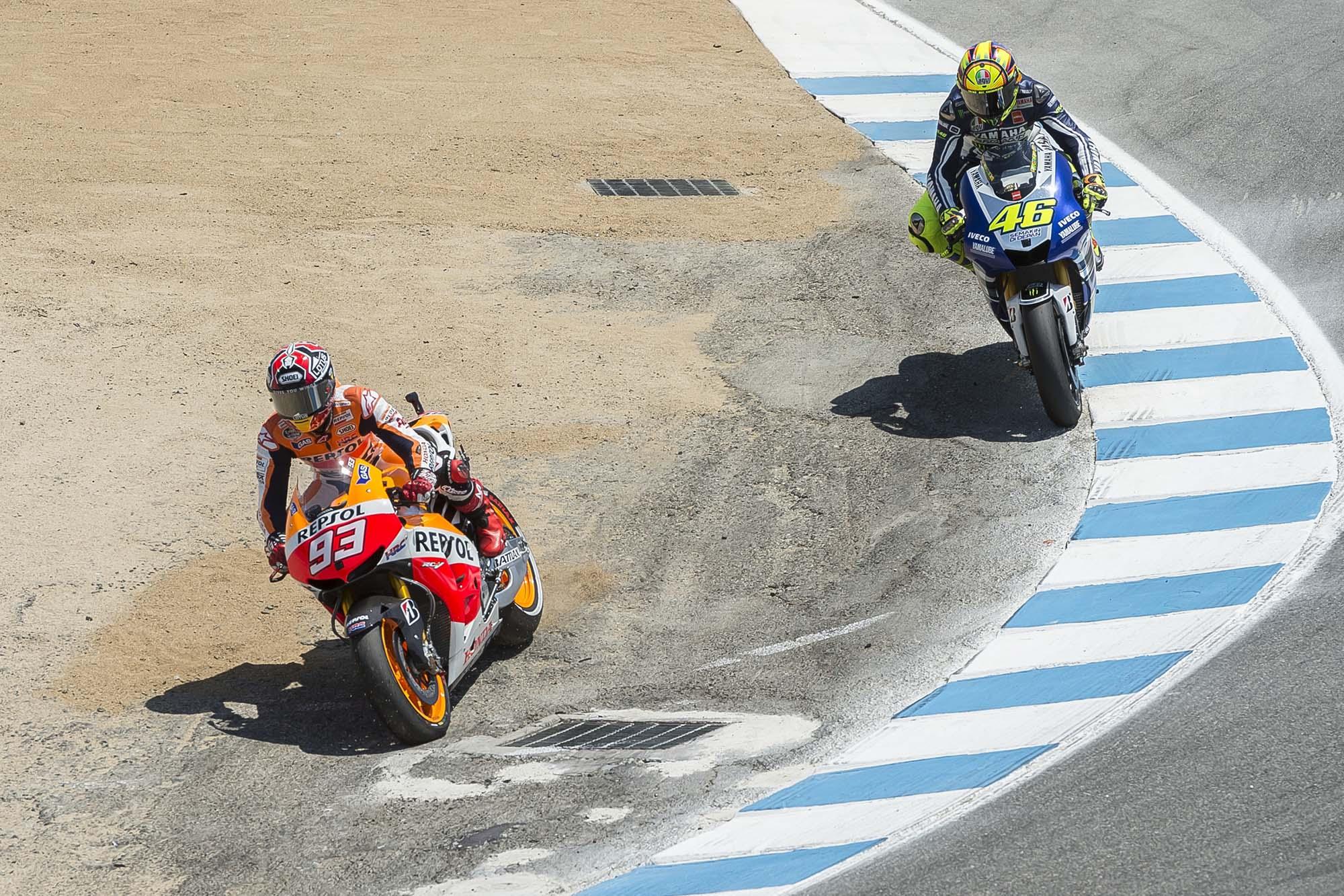 GP Laguna Seca - Page 3 Marc-Marquez-Valentino-Rossi-Laguna-Seca-Corkscrew-Pass-Kevin-Warren-5