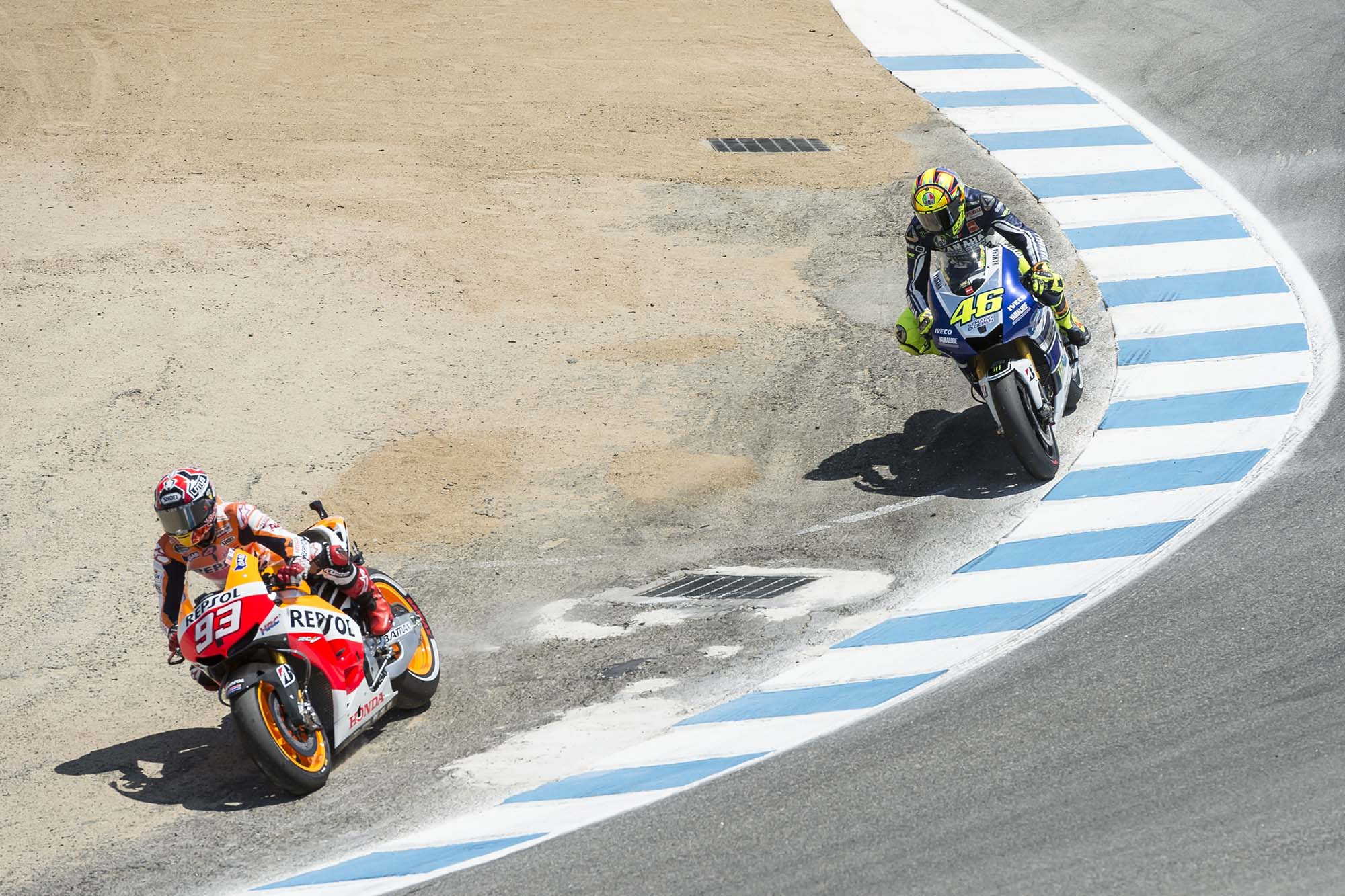 GP Laguna Seca - Page 3 Marc-Marquez-Valentino-Rossi-Laguna-Seca-Corkscrew-Pass-Kevin-Warren-6