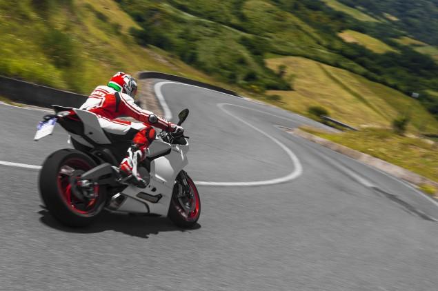 2014 Ducati 899 Panigale Mega Gallery 2014 Ducati 899 Panigale road 09 635x422