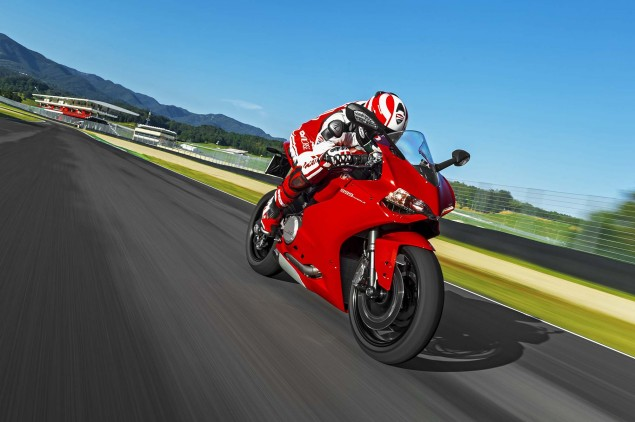 2014 Ducati 899 Panigale Mega Gallery 2014 Ducati 899 Panigale track 04 635x422