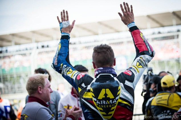 Trackside Tuesday: No Place Like Home Scott Redding salutes crowd 635x422