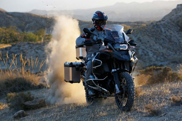119 Hi Res Photos of the BMW R1200GS Adventure 2014 BMW R1200GS Adventure action 03 635x423
