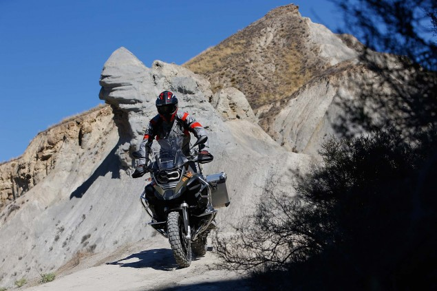 119 Hi Res Photos of the BMW R1200GS Adventure 2014 BMW R1200GS Adventure action 08 635x423