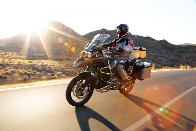 119 Hi Res Photos of the BMW R1200GS Adventure 2014 BMW R1200GS Adventure action 39 635x423