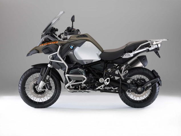119 Hi Res Photos of the BMW R1200GS Adventure 2014 BMW R1200GS Adventure studio 01 635x476