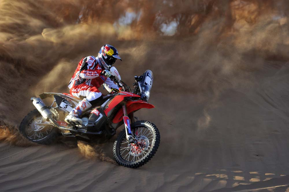 Moar Photos of the 2014 Honda CRF450 Rally 2014 Honda CRF450 Rally Metzler team 08