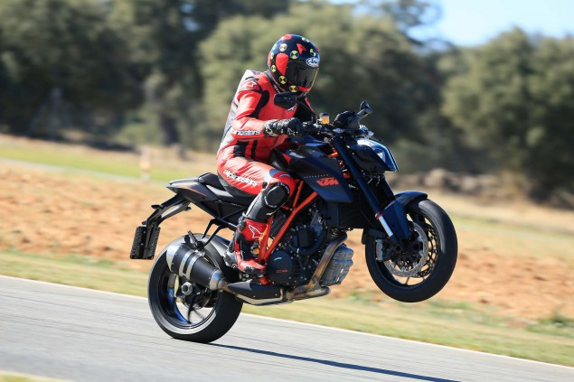 Ride Review: KTM 1290 Super Duke R 2014 KTM 1290 Super Duke R Iwan van der Valk review 16 635x423