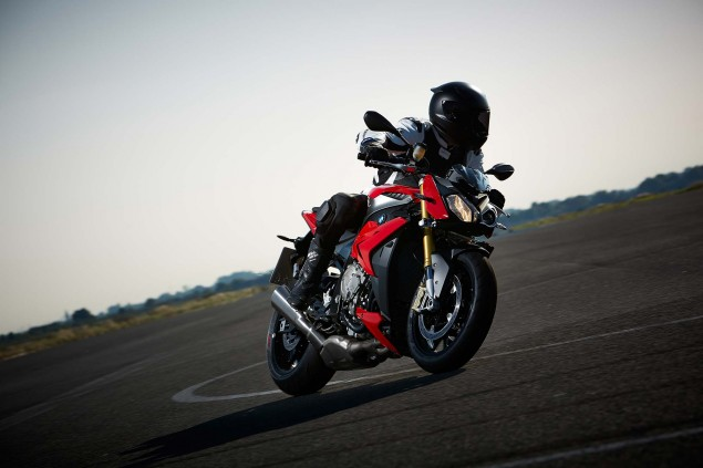 2014 BMW S1000R   160hp, ABS, & Optional DTC & DDC 2014 BMW S1000R action 45 635x423