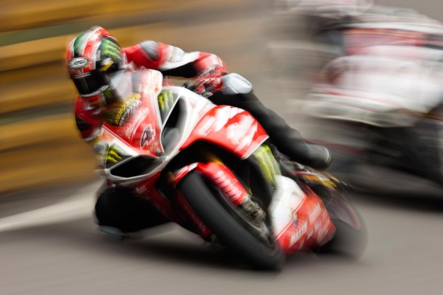 Ian Hutchinson Takes Pole Position for Macau GP Ian Hutchinson Macau GP Qualifying CGPM 635x423