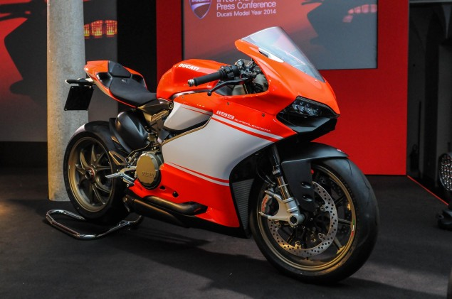 Up Close with the Ducati 1199 Superleggera ducati 1199 superleggera eicma detail 36 635x421