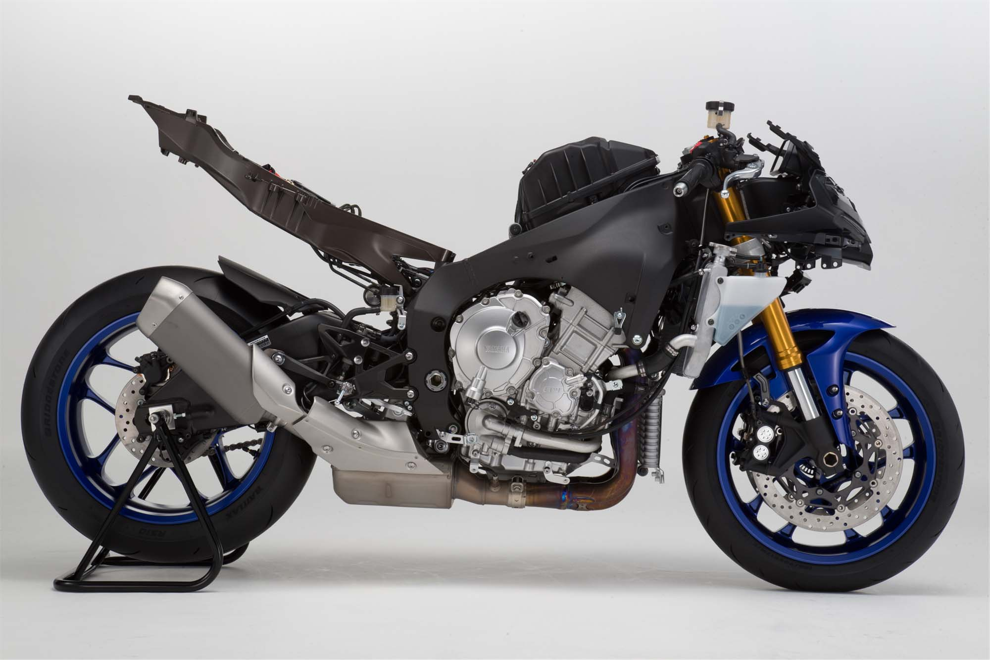 EICMA 2015-Yamaha-YZF-R1-43