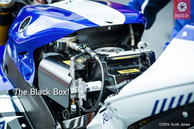 Yamaha-MotoGP-YZR-M1-fuel-tank-substitute-2013