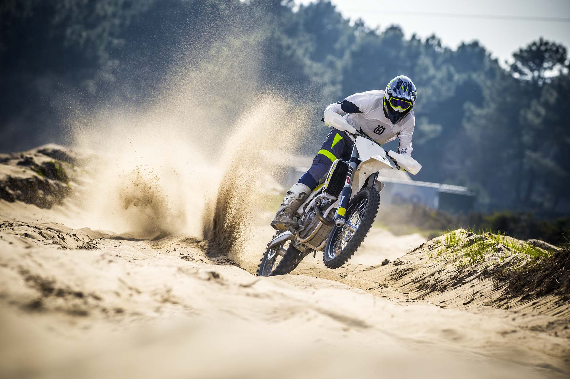 husqvarna 39 s 2017 motocross line features traction control. Black Bedroom Furniture Sets. Home Design Ideas